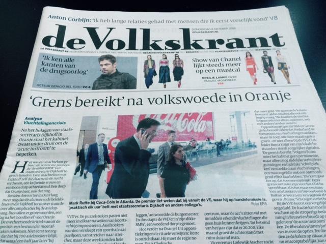 De Volkskrant toonde premier Rutte vorige week op bezoek bij Coca Cola (8 oktober 2015)