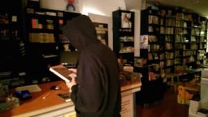Slapen in de boekhandel_capuchontrui
