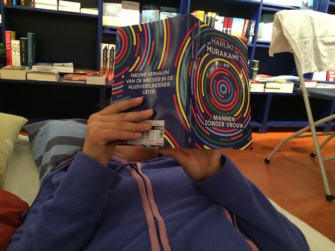 D leest voor uit Murakami's verhalenbundel (De Nieuwe Boekhandel, april 2016).