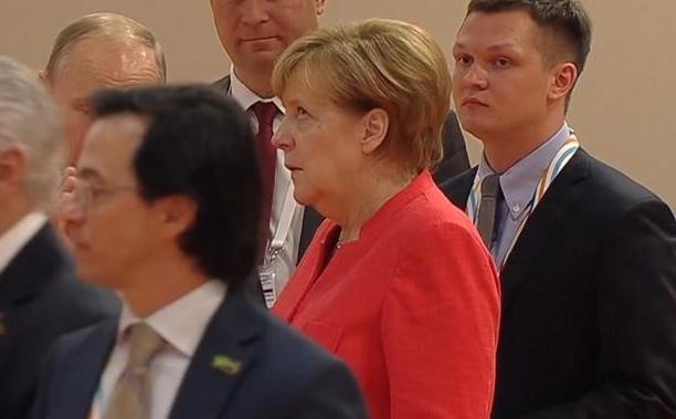 Poetin_Merkel_G20_oogrol